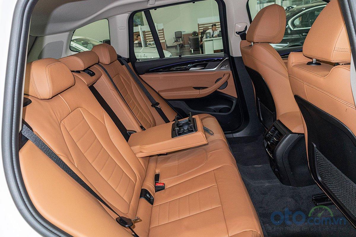 Đánh giá xe BMW X3 2019: Tựa tay cho hàng ghế phía sau.