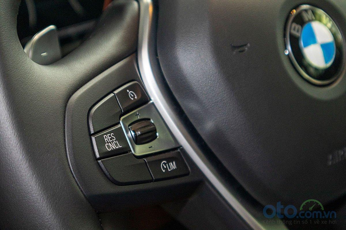 Đánh giá xe BMW X3 2019: Các nút bấm trên vô-lăng.