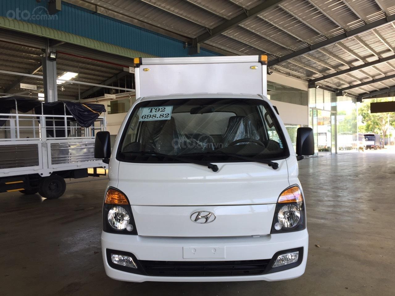 Hyundai Porter 150 2019 thùng composite, có sẵn xe giao ngay, tặng bảo hiểm xe 100% (1)