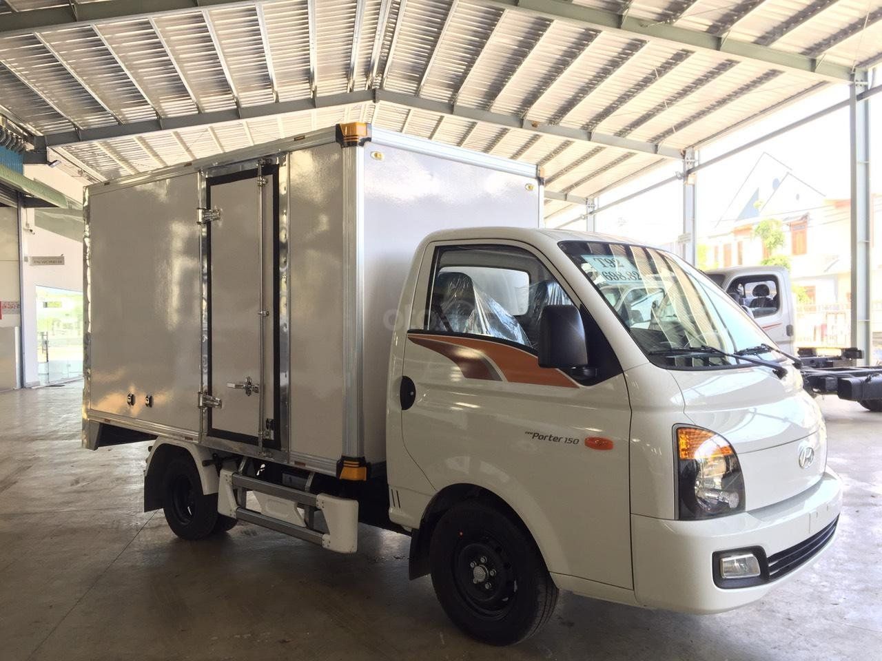 Hyundai Porter 150 2019 thùng composite, có sẵn xe giao ngay, tặng bảo hiểm xe 100% (3)