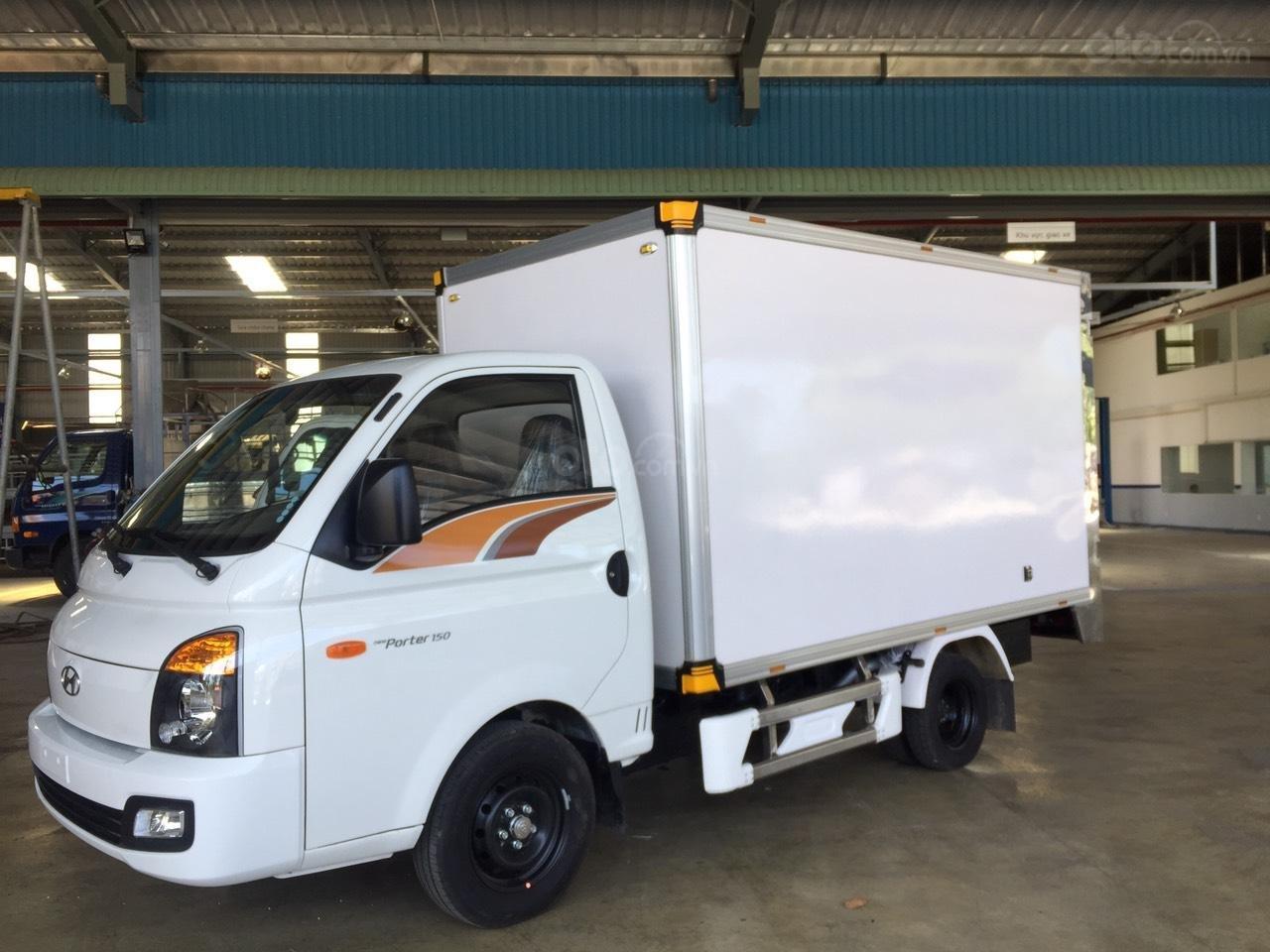 Hyundai Porter 150 2019 thùng composite, có sẵn xe giao ngay, tặng bảo hiểm xe 100% (2)
