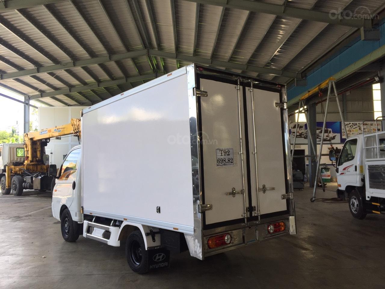 Hyundai Porter 150 2019 thùng composite, có sẵn xe giao ngay, tặng bảo hiểm xe 100% (5)