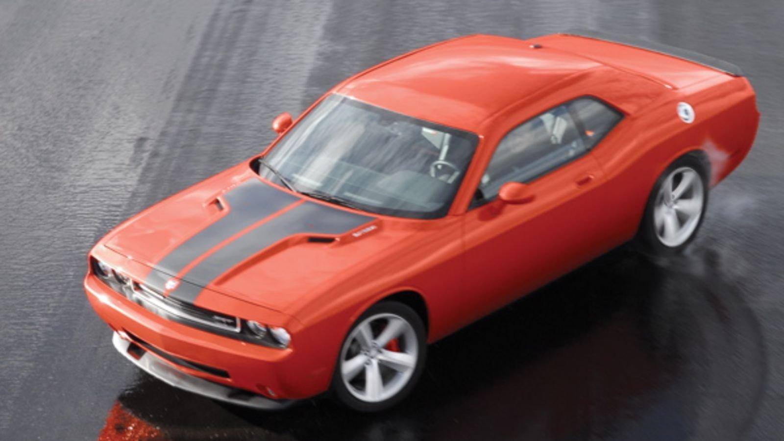 Dodge Charger SRT8 cơ bắp mạnh mẽ