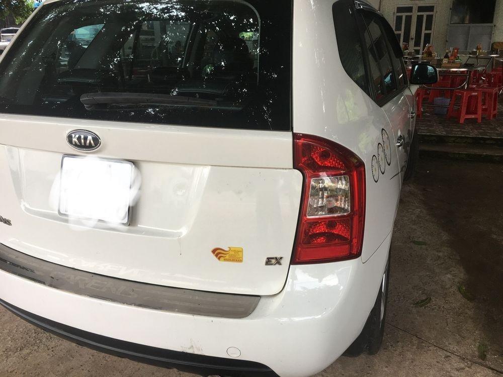 Gia đình bán xe Kia Carens sản xuất 2015, màu trắng-4