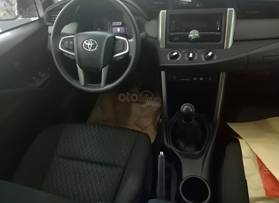 Bán xe Toyota Innova E MT đời 2019, màu trắng-1