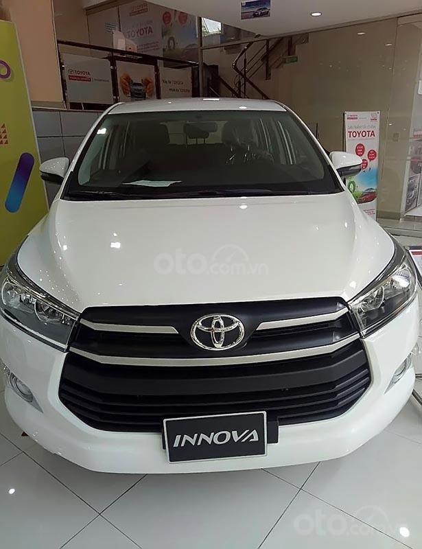 Bán xe Toyota Innova E MT đời 2019, màu trắng-0