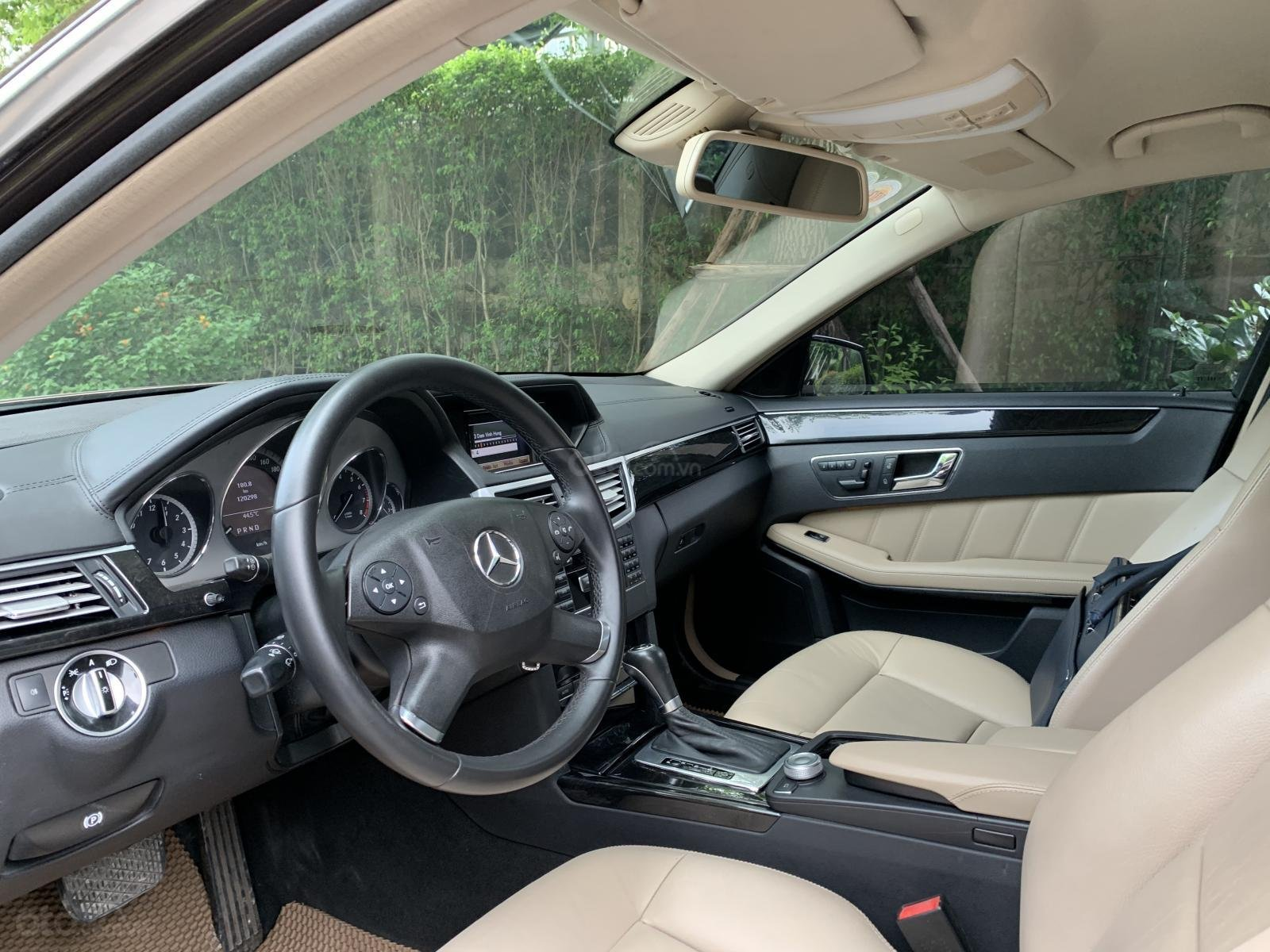 Cần bán Mercedes E250 năm 2010, màu nâu-9