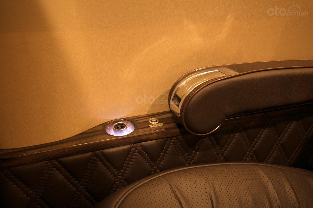 Bán Ford Limousine 10 chỗ xả hàng giảm 100 triệu, liên hệ 0933834796 (6)