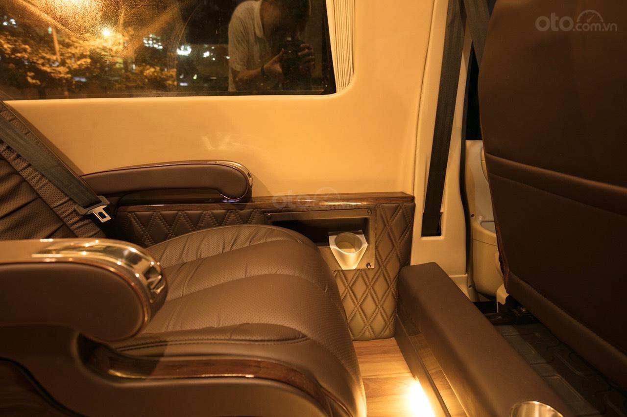 Bán Ford Limousine 10 chỗ xả hàng giảm 100 triệu, liên hệ 0933834796 (9)