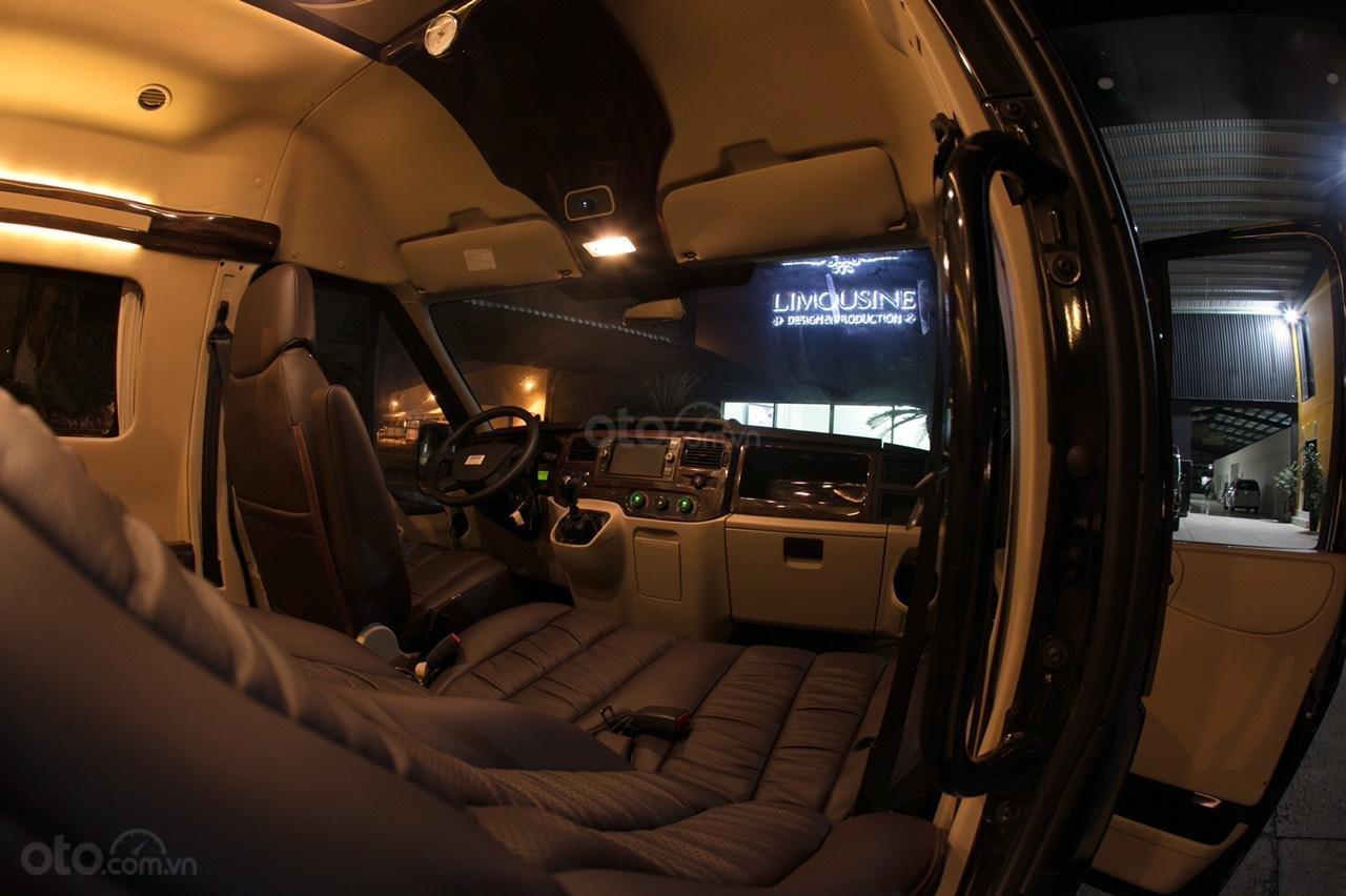 Bán Ford Limousine 10 chỗ xả hàng giảm 100 triệu, liên hệ 0933834796 (16)