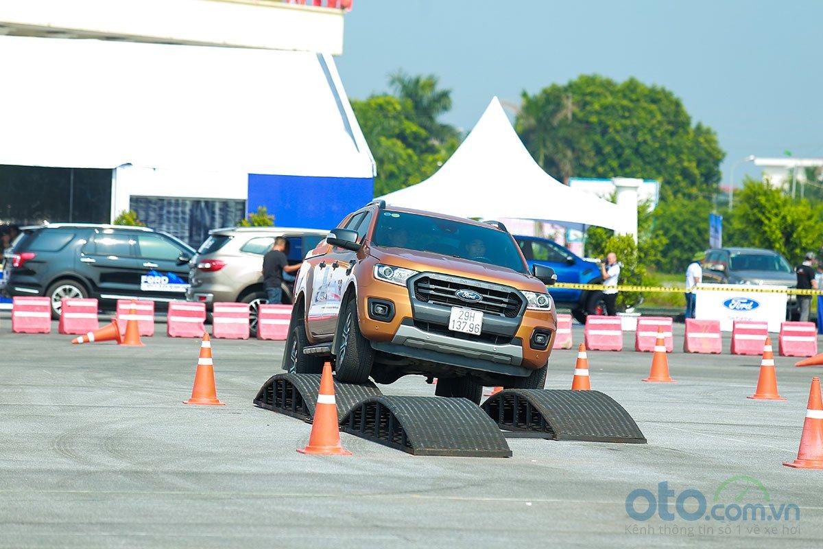 Sự kiện Ford Roadshow 2019 dù mới diễn ra nhưng đã thu hút khá đông khách hàng đến tham dự.