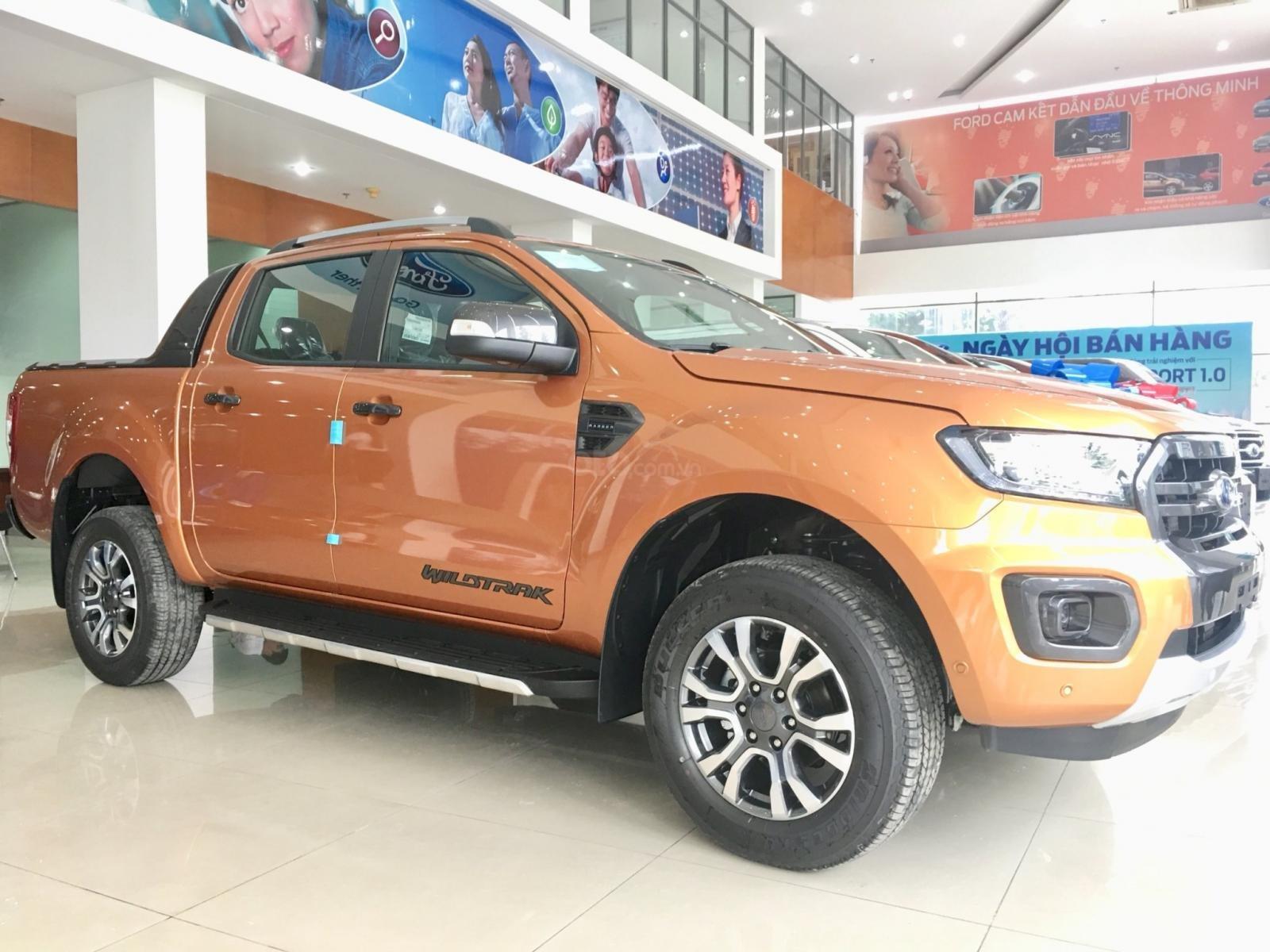 Ford Ranger Wildtrak giảm 45tr tiền mặt, tặng full phụ kiện, tặng nắp thùng. Lh: 0901363466-0