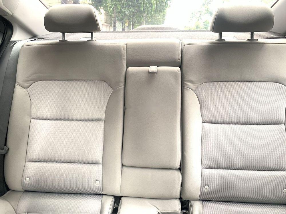 Bán Hyundai Elantra 1.6MT sản xuất năm 2017, màu trắng số sàn (5)
