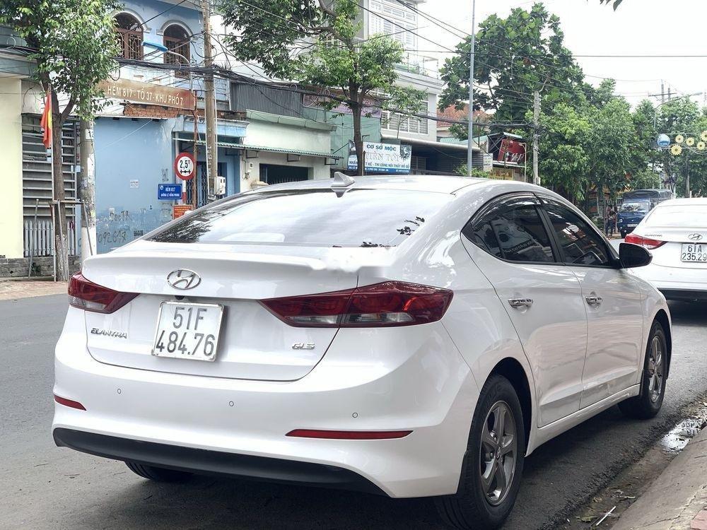 Bán Hyundai Elantra 1.6MT sản xuất năm 2017, màu trắng số sàn (9)