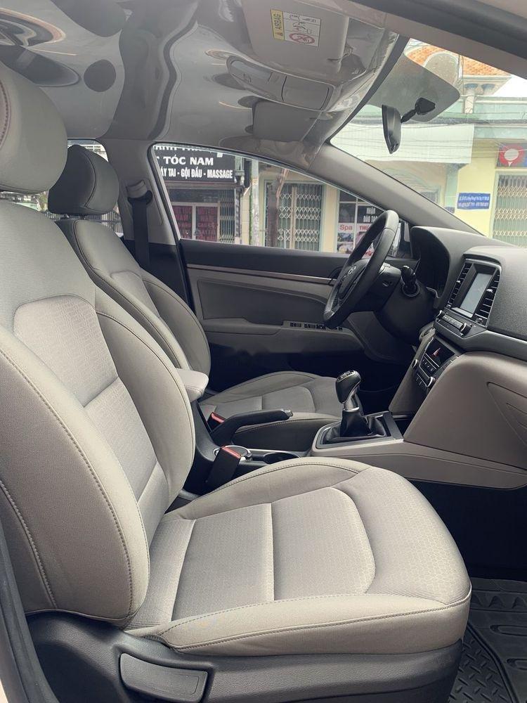 Bán Hyundai Elantra 1.6MT sản xuất năm 2017, màu trắng số sàn (3)