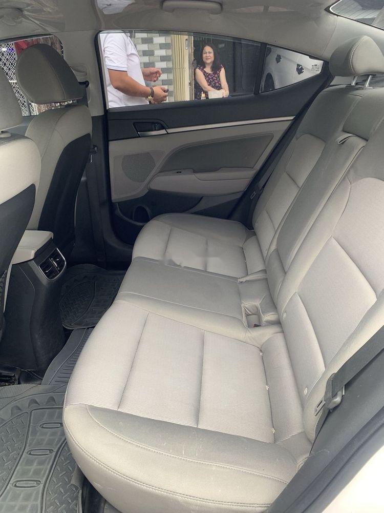 Bán Hyundai Elantra 1.6MT sản xuất năm 2017, màu trắng số sàn (2)
