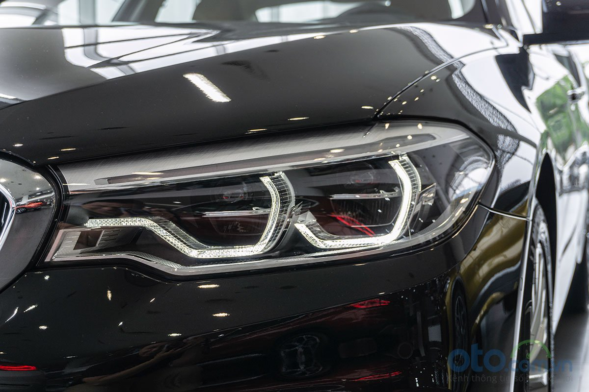 Đánh giá xe BMW 530i 2019: Đèn pha có thiết kế mới.