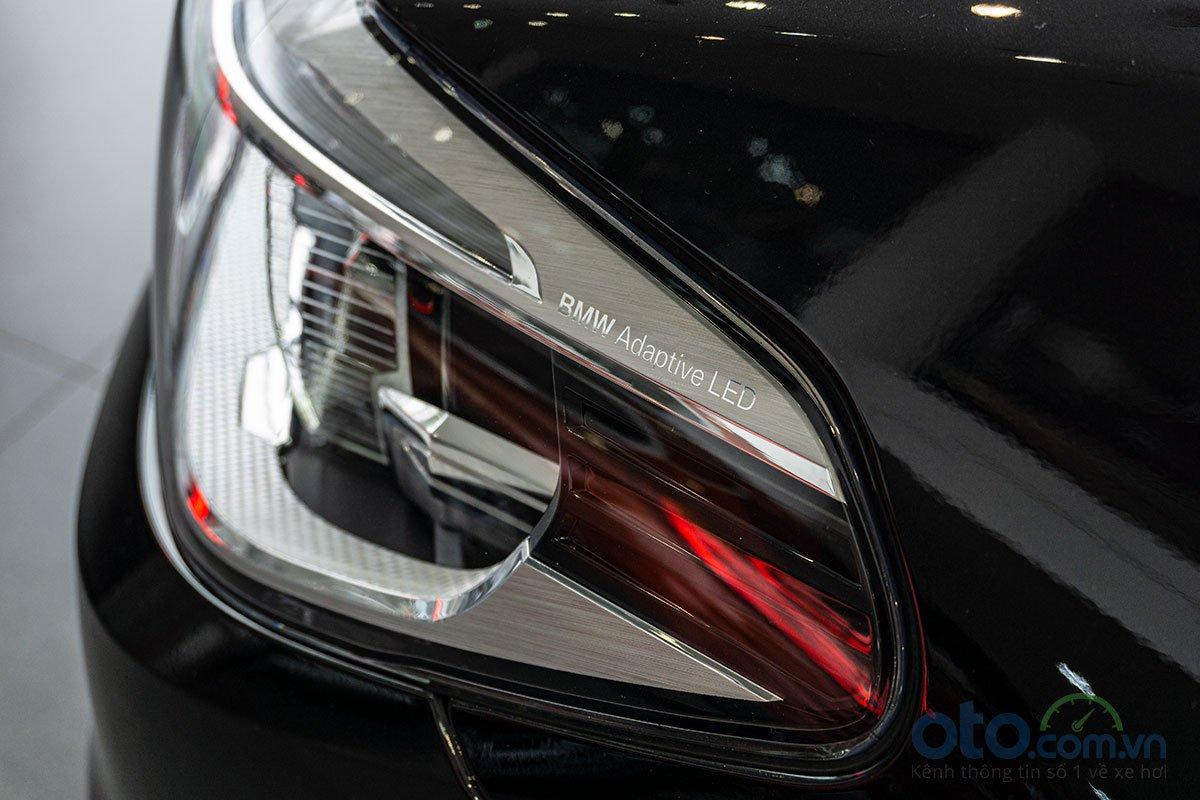Đánh giá xe BMW 530i 2019: Đèn pha được trang bị hệ thống Full LED thích ứng.