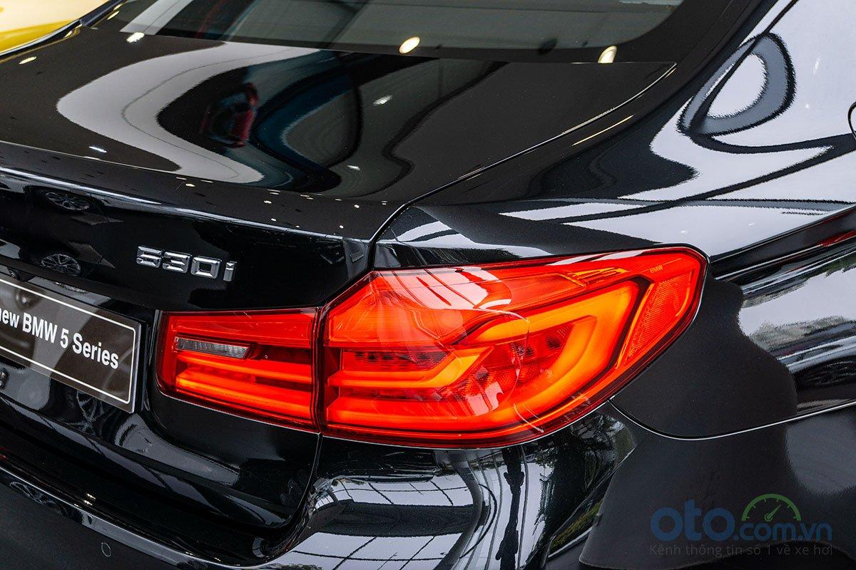 Đánh giá xe BMW 530i 2019: Cụm đèn hậu LED chỉ có một chút khác biệt.