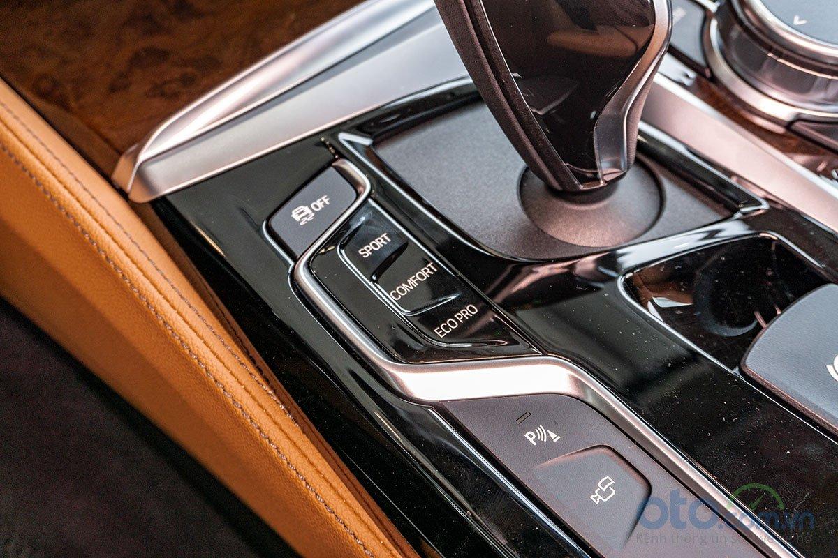 Đánh giá xe BMW 530i 2019: Chế độ vận hành.