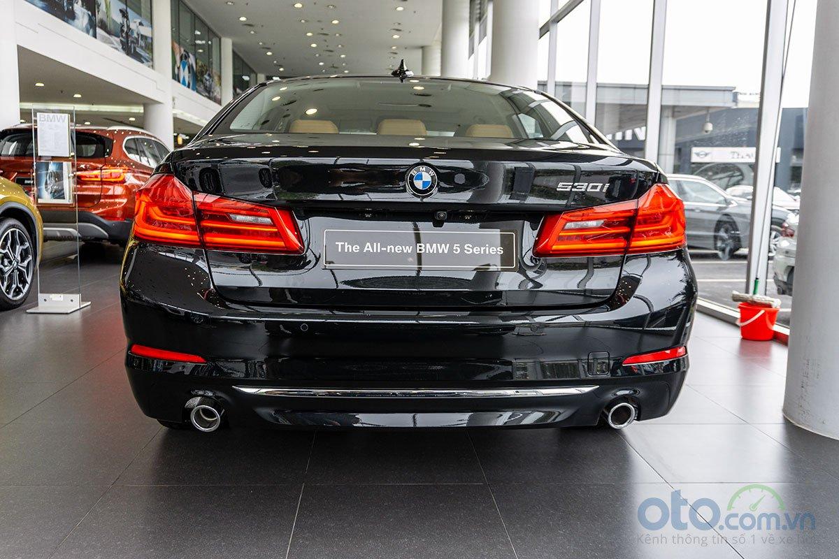 Đánh giá xe BMW 530i 2019: Thiết kế đuôi xe.