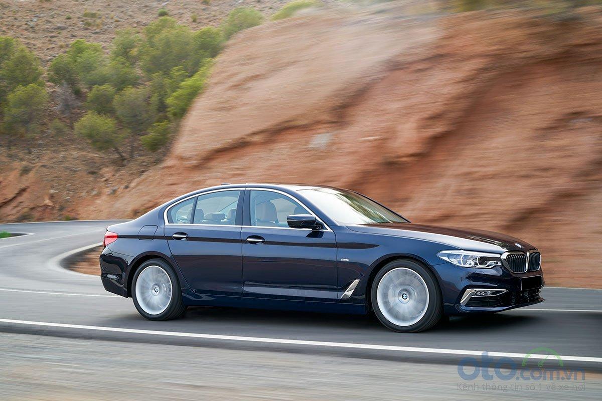 Đánh giá xe BMW 530i 2019: Vận hành.