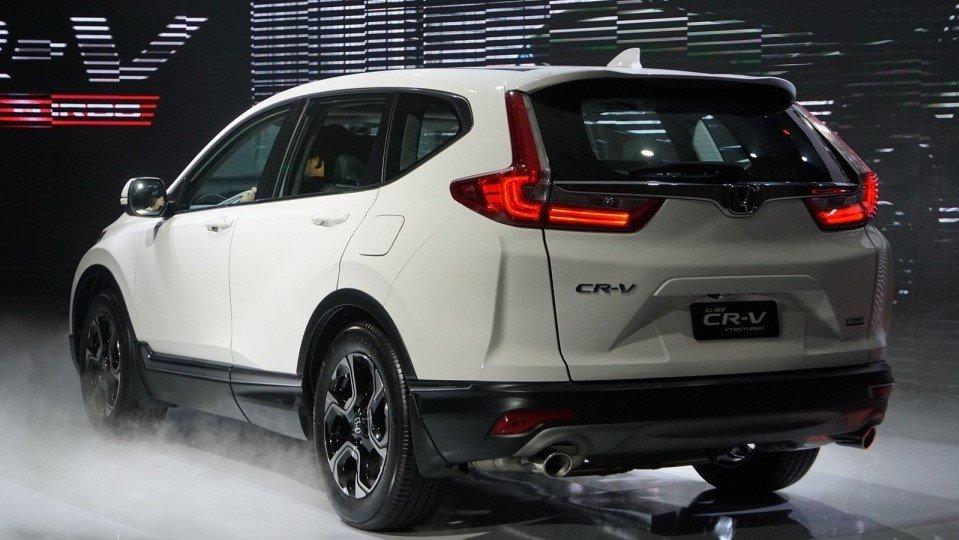 So sánh xe Subaru Forester 2019 và Honda CR-V 2019: Đuôi xe CR-V 1