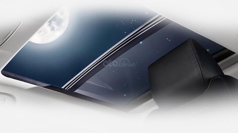 So sánh xe Subaru Forester 2019 và Honda CR-V 2019: Cửa sổ trời trên xe CR-V A1