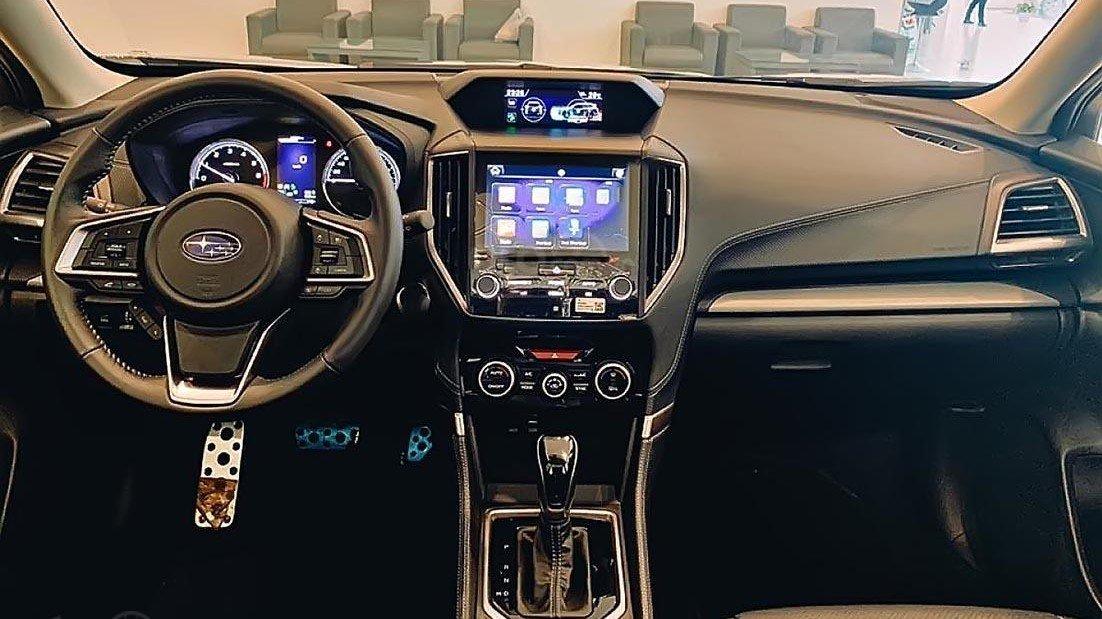 So sánh xe Subaru Forester 2019 và Honda CR-V 2019: Khoang nội thất xe Forester 2019 1