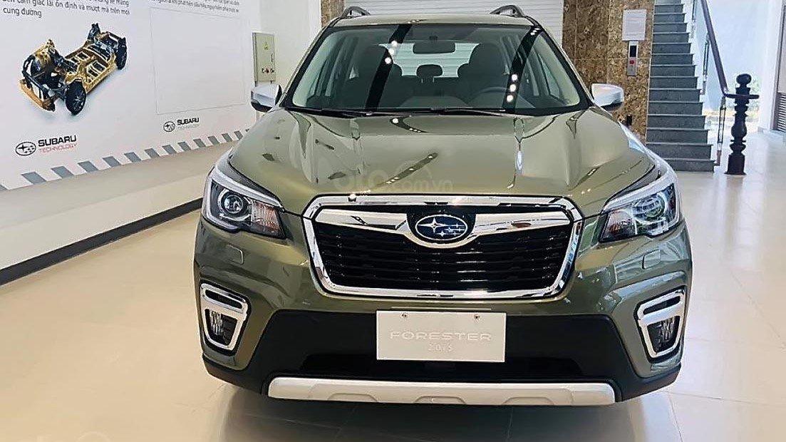 So sánh xe Subaru Forester 2019 và Honda CR-V 2019: Thiết kế đầu xe 1
