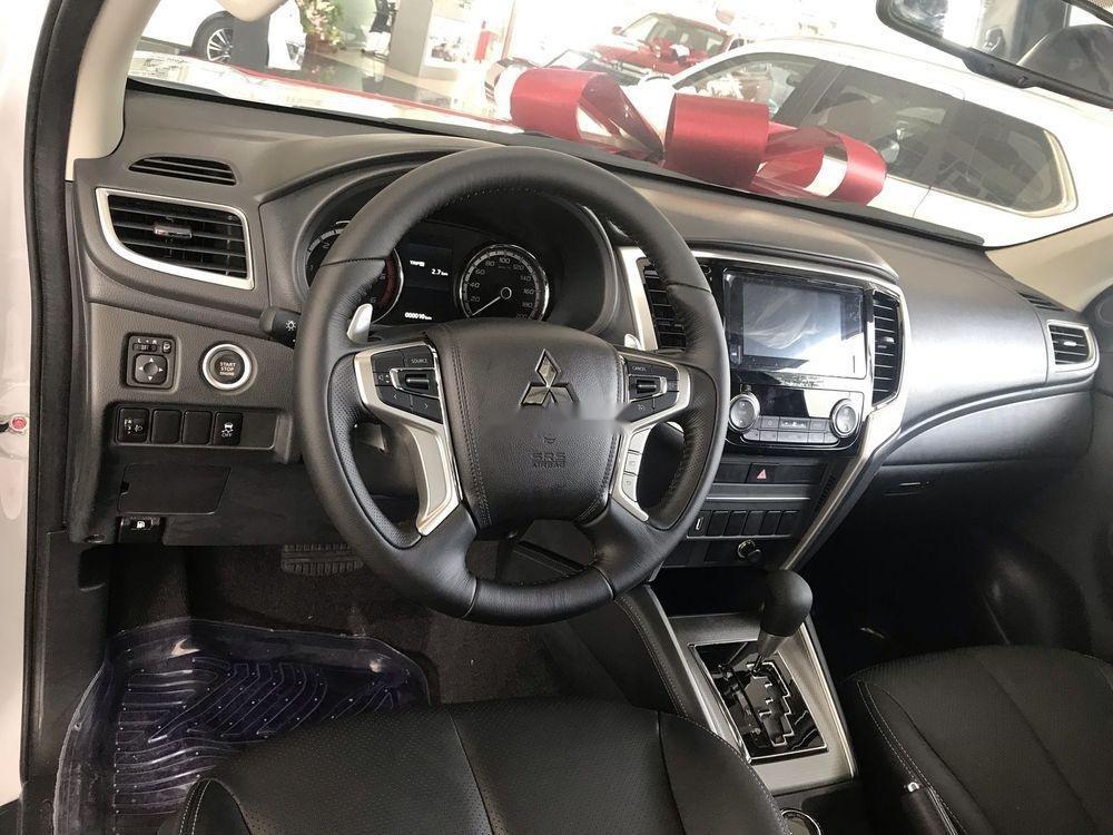 Bán xe Mitsubishi Triton năm 2019, màu trắng, nhập khẩu nguyên chiếc (7)