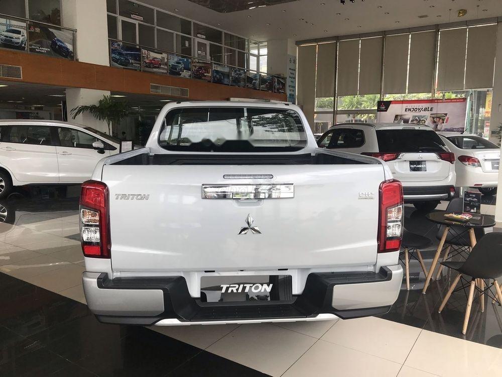Bán xe Mitsubishi Triton năm 2019, màu trắng, nhập khẩu nguyên chiếc (6)