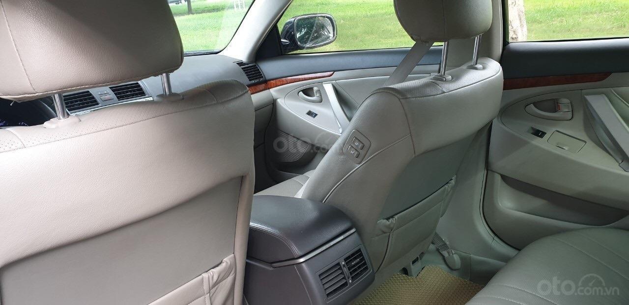 Bán Toyota Camry 2.4G đời 2011, màu đen (4)