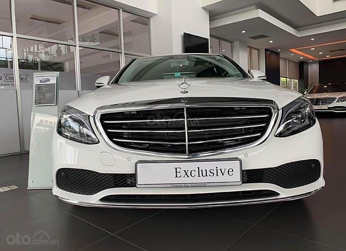 Bán Mercedes C200 Exclusive 2019, màu trắng (2)