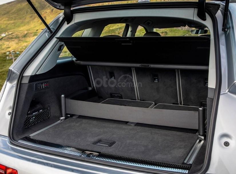 Đánh giá xe Audi Q7 2020 - khoang hành lý