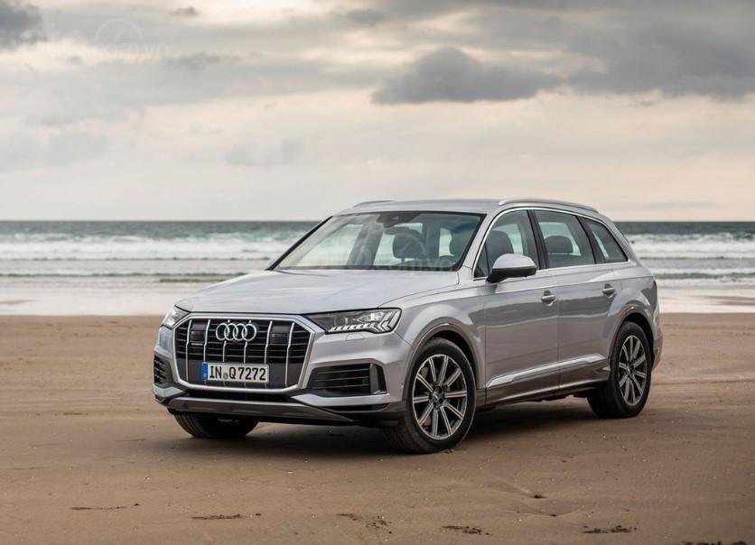 Audi Q7 2020 trên bờ biển 1
