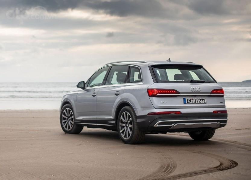 Audi Q7 2020 trên bờ biển 2