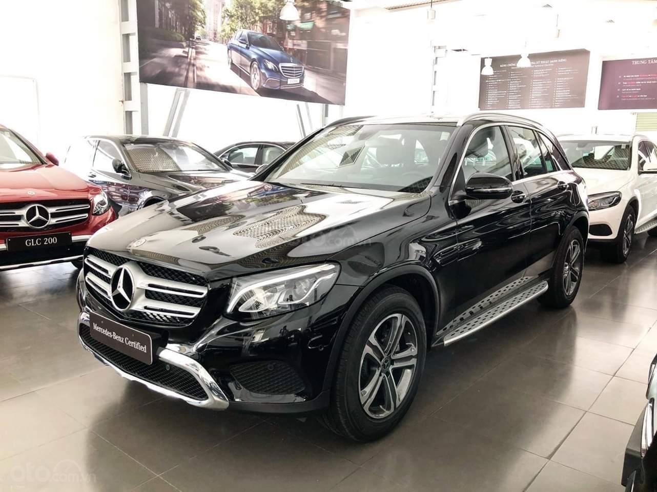 Mercedes-Benz GLC 200 giảm 120tr cho tháng 8-0