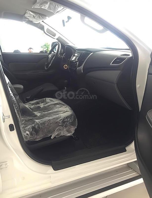 Bán xe Mitsubishi Triton 4x2 AT sản xuất năm 2019, màu trắng, nhập khẩu nguyên chiếc (2)