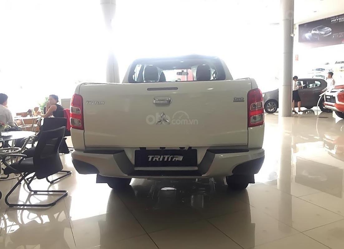 Bán xe Mitsubishi Triton 4x2 AT sản xuất năm 2019, màu trắng, nhập khẩu nguyên chiếc (5)