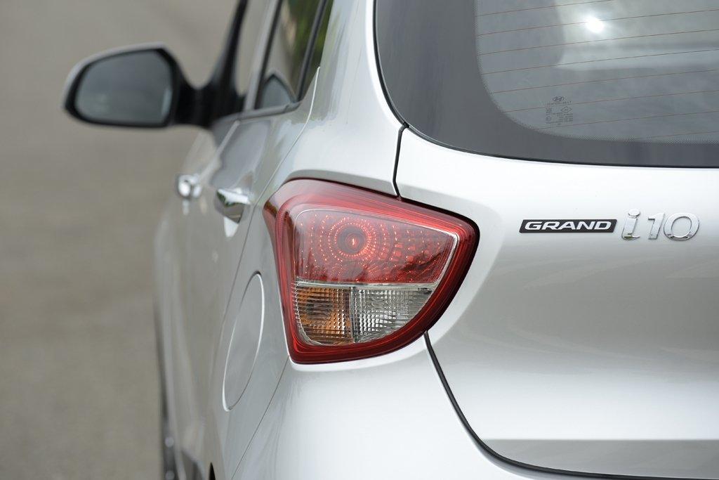 Hyundai Grand i10 2020 và hiện hành khác nhau thế nào qua ảnh? a118