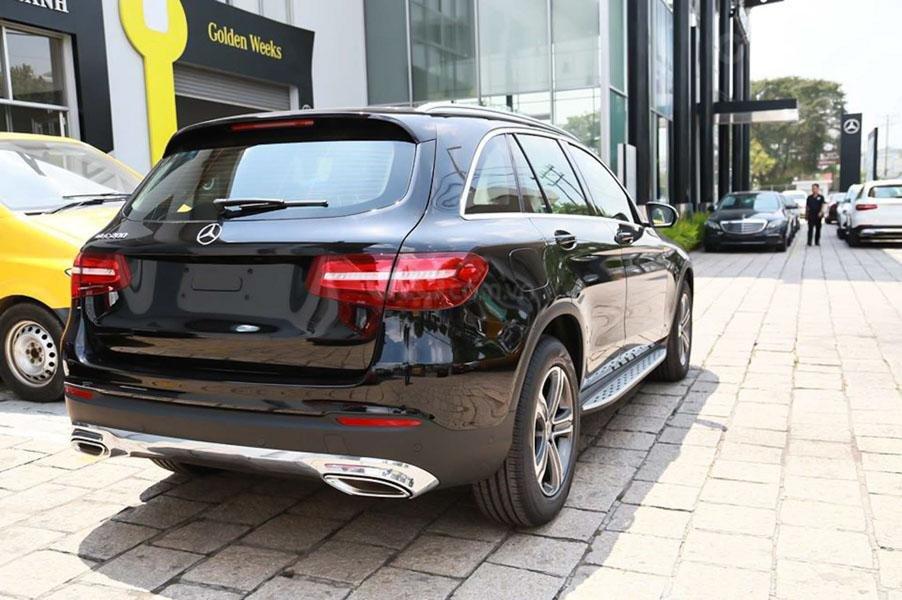Đăng ký ưu đãi 100% thuế TB, giá Mercedes GLC 200 2019 màu đen Obsidian, số lượng áp dụng có hạn (3)