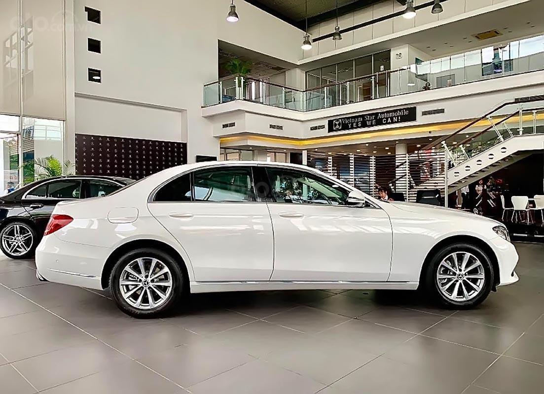 Haxaco Hà Nội bán xe Mercedes E200 đời 2019, màu trắng (2)