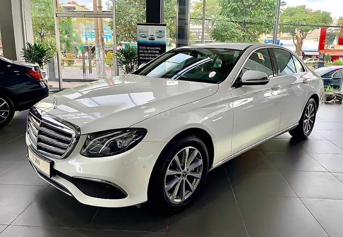 Haxaco Hà Nội bán xe Mercedes E200 đời 2019, màu trắng (1)