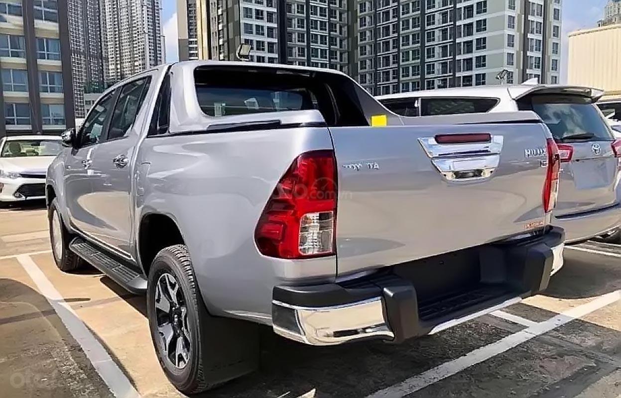Bán Toyota Hilux 2.8G 4x4 AT đời 2019, màu bạc, nhập khẩu (1)