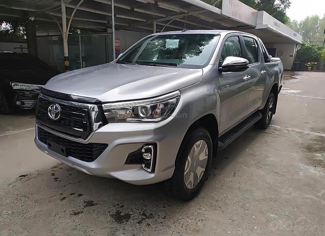 Bán Toyota Hilux 2.8G 4x4 AT đời 2019, màu bạc, nhập khẩu-1