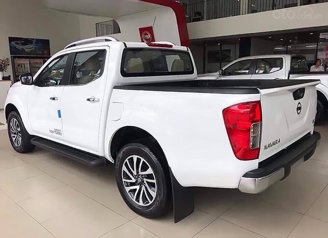 Bán Nissan Navara EL 2.5 AT 2WD sản xuất 2019, màu trắng, nhập khẩu, 679 triệu (2)