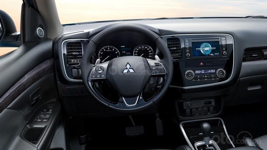 Mitsubishi Outlander CVT đầy đủ tiện nghi, giá chỉ từ 807tr-2