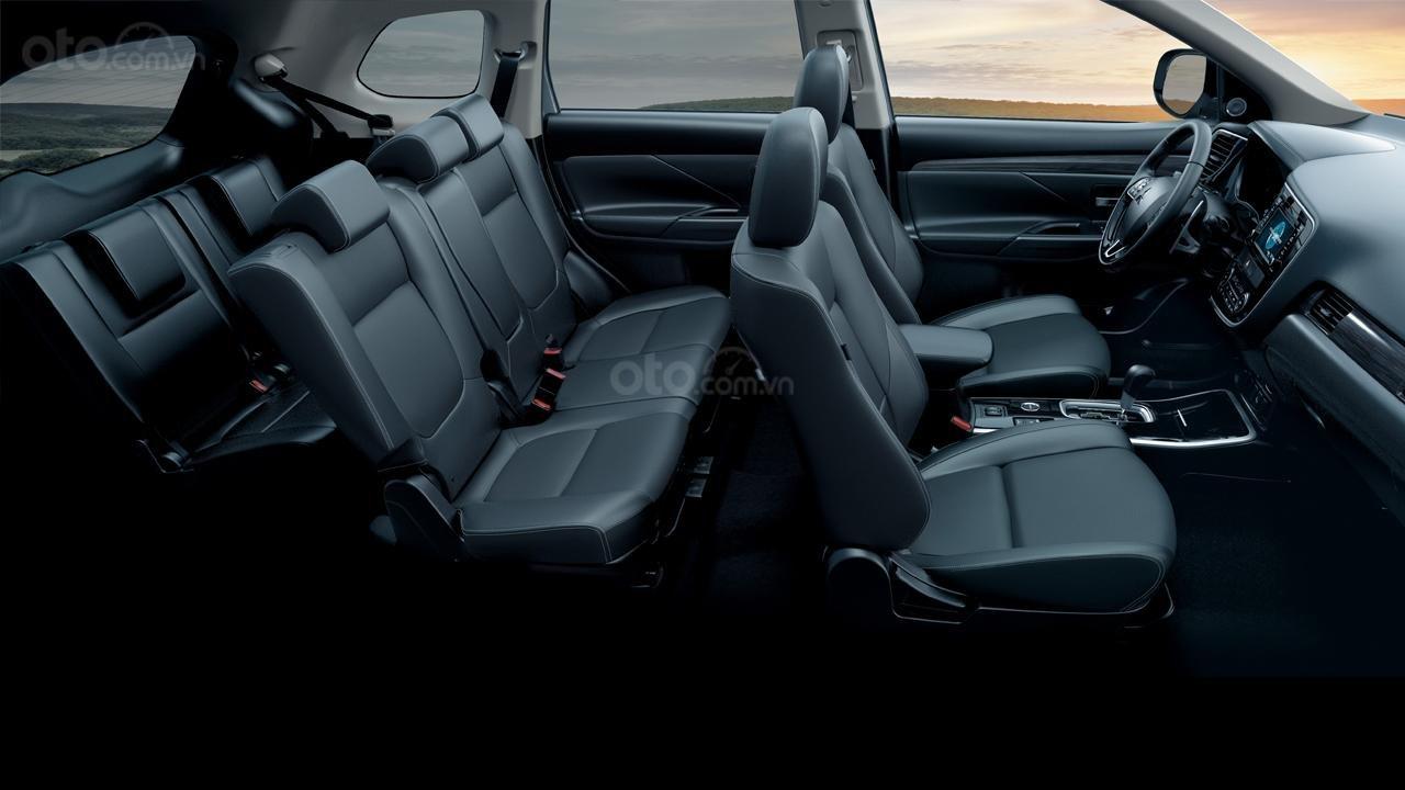 Mitsubishi Outlander CVT đầy đủ tiện nghi, giá chỉ từ 807tr-3