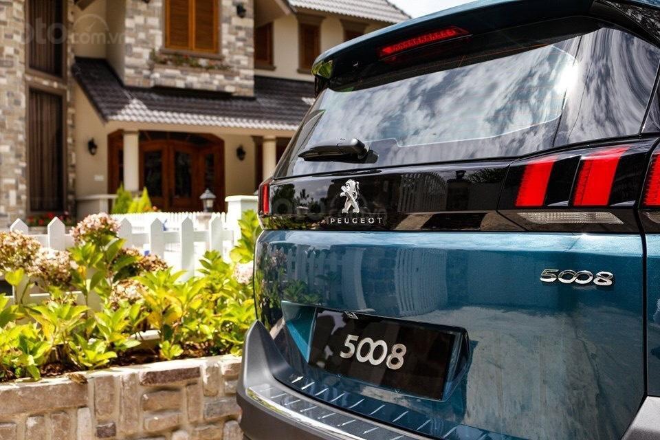 Peugeot 5008 đủ màu giao ngay, hỗ trợ ngân hàng lãi suất thấp, nhanh gọn, lái thử và giao xe tận nhà (3)